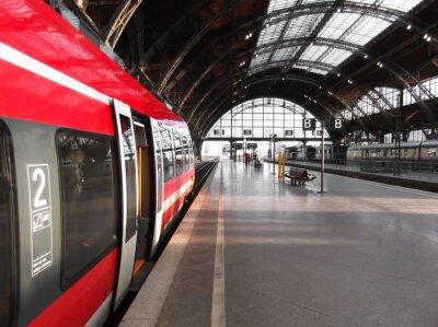 Canvas print Bahn hält in Bahnhof