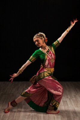 Canvas print Beautiful girl dancer of Indian classical dance Bharatanatyam