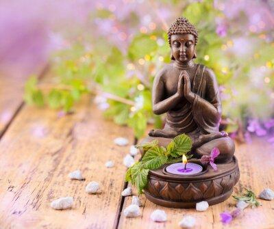 Canvas print Betender Buddha mit Kerze und Lavendel
