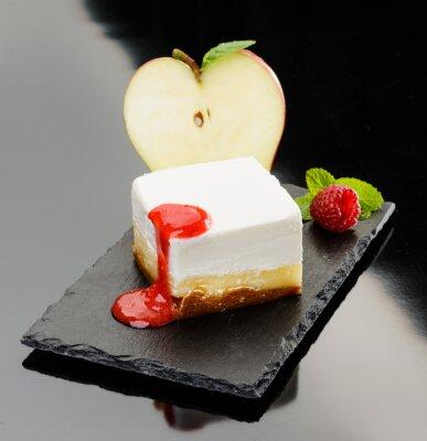 Canvas print Cheesecake con mela e mousse di lampone