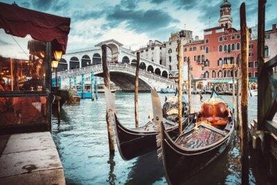Canvas print Classical view of the Rialto Bridge - Venice