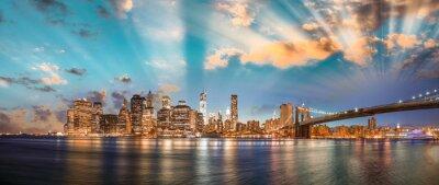 Canvas print Dramatic sky over Brooklyn Bridge and Manhattan, panoramic night