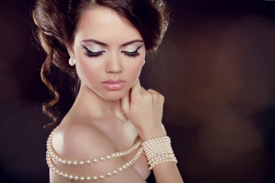 Canvas print Fashion woman with a pearl necklace on the bared shoulders