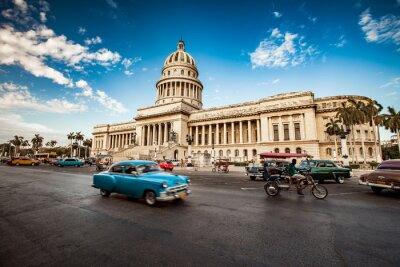 Canvas print HAVANA, CUBA - JUNE 7, 2011: Old classic American car rides in f