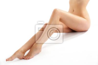 Lange sexy Beine einer jungen Frau nach einer Diät