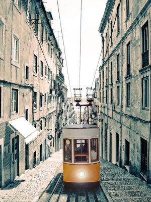 Canvas print Lisboa - velho elevador amarelo