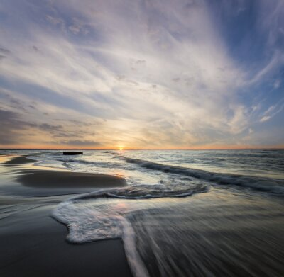 Canvas print Morski pejzaż,fale rozbijające się o morski brzeg