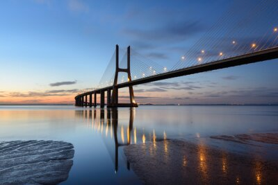 Canvas print Ponte Vasco da Gama ao anoitecer com iluminação.