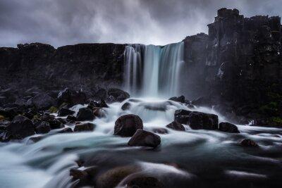Canvas print Steiniger Wasserfall in Island