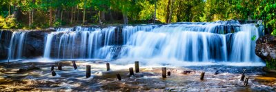 Canvas print Tropical waterfall in jungle with motion blur