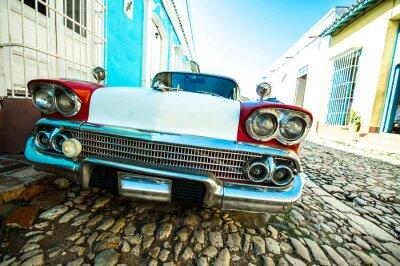 Canvas print voiture dans petite rue de trinidad