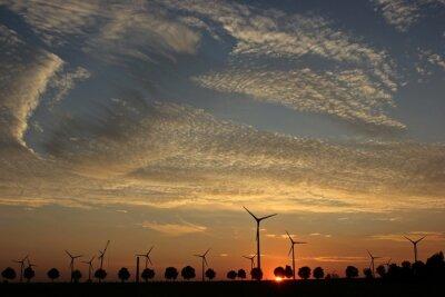 Canvas print Windpark im Aufbau bei Sonnenuntergang mit Cirrocumuluswolken