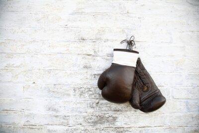 Canvas print перчатки для бокса висят на стене