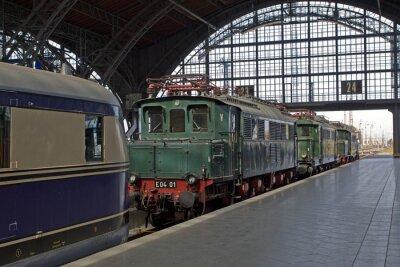 Wall mural Alte Lokomotiven im Bahnhof