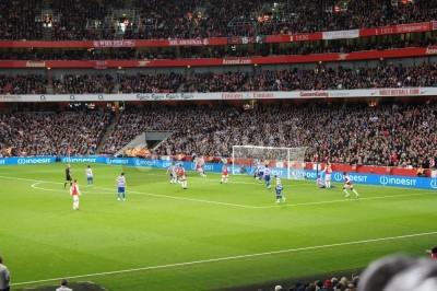 Wall mural Arsenal winning 1-0 against Queen Park rangers
