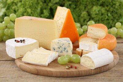 Wall mural Auswahl an Käse wie Camembert, Bergkäse und Schweizer Käse