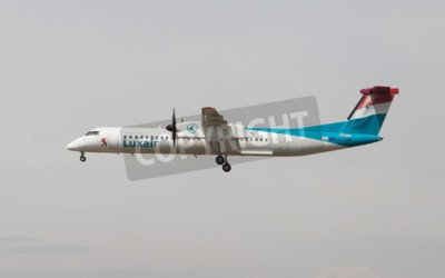Wall mural Barcelona, Spain - April 18, 2015: A Luxair Bombardier Dash 8 approaching to the El Prat Airport in Barcelona, Spain.