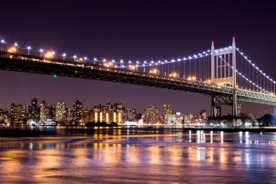 Wall mural Beautiful night view of New York City and the 59th Street Ed Koch Bridge looking across to Manhattan.
