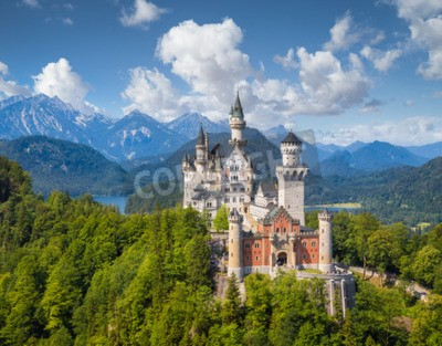 Wall mural Beautiful view of world-famous Neuschwanstein Castle, the romantic 19th century Romanesque Revival palace built for King Ludwig II, with scenic mountain landscape in Fussen, southwest Bavaria, Germany