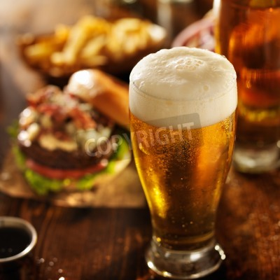 Wall mural beer with hamburgers on restaurant table