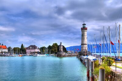 Wall mural Blick auf den Hafen auf der Insel von Lindau am Bodensee im Süden Deutschlands mit dem historischen Leuchtturm.