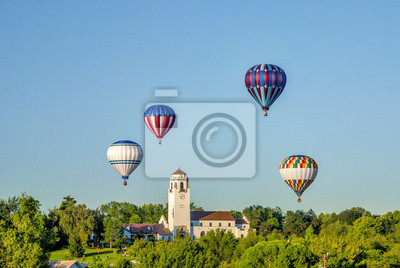 Wall mural Boise TRain Depot with hot air balloons