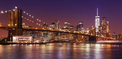 Wall mural Brooklyn Bridge and Manhattan at night, New York City, USA.