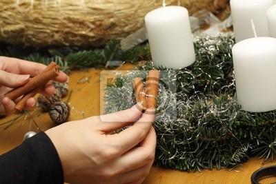 decorate Christmas wreaths