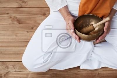 Detail Yoga & Singing Bowl