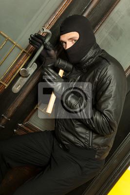 Diebstahl Einbrecher an der Wohnungstür
