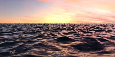 Wall mural Early Sunrise Panorama Over Ocean Waves
