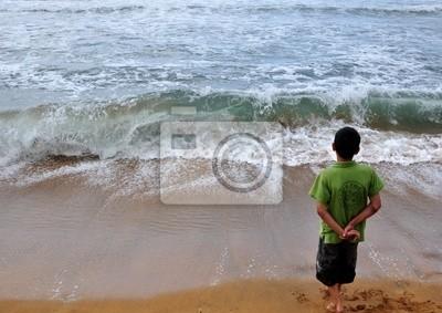 enfant devant la mer