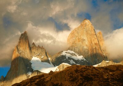 Wall mural  Fitz Roy mountain in sunrise lights. Los Glaciares National Par