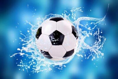 Fußball mit Wassersplashes