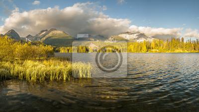 Jesień nad górskim jeziorem w Tatrach,Slovakia