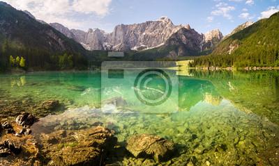 Laghi di Fusine,panorama górskiego jeziora