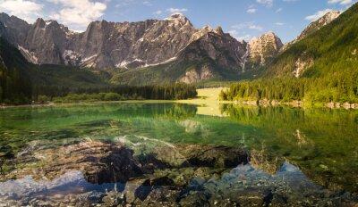 Laghi di Fusine,panorama górskiego jeziora w Alpach włoskich