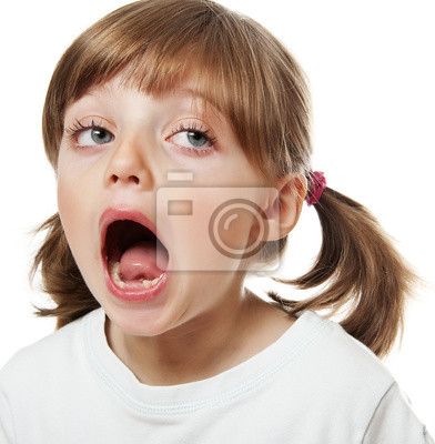 little girl oponing mouth with missing teeth