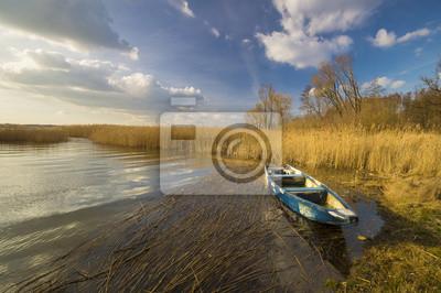łódki na jeziorze