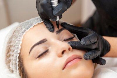 Wall mural Makijaż permanentny brwi - zabieg w salonie piękności