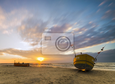 Morski pejzaż,łodzie rybackie na plaży