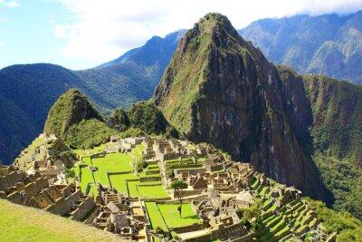 Wall mural Mysterious city of Machu Picchu, Peru.