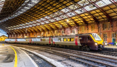 Wall mural Passenger train at Bristol Temple Meads Railway Station, England