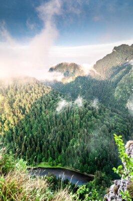 Wall mural Poranek w górach. Mglisty krajobraz.