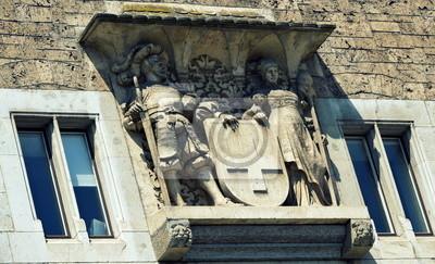 sculpture sur une vieille façade