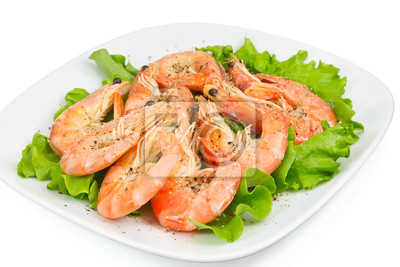 Wall mural shrimp with peppers on a green salad
