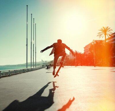 Wall mural Silhouette of skateboarder