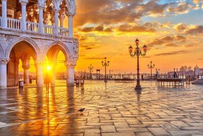 Wall mural Sunrise in Venice