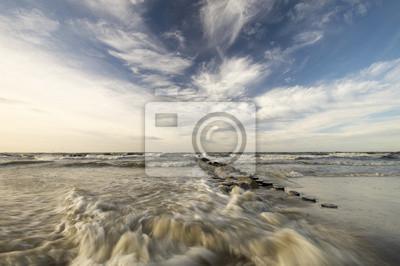 sztormowy zachód słońca na Morzu Bałtyckim