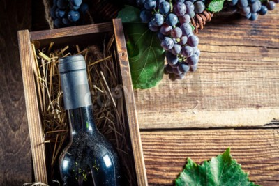 Wall mural Tasty red wine in wooden box